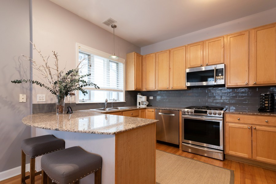 Real Estate Photography - 4641 N Magnolia Avenue, Chicago, IL, 60640 - Kitchen