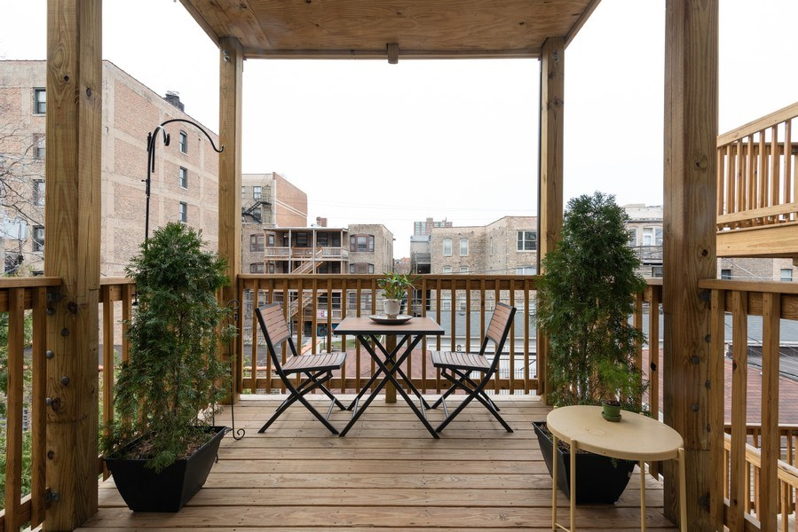 Real Estate Photography - 4641 N Magnolia Avenue, Chicago, IL, 60640 - Deck