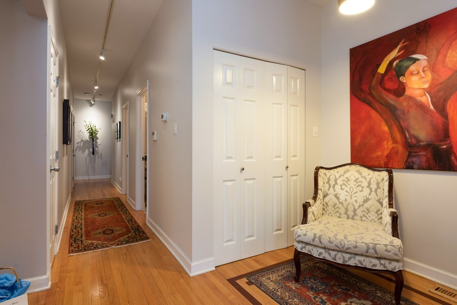 Real Estate Photography - 4641 N Magnolia Avenue, Chicago, IL, 60640 - Entryway