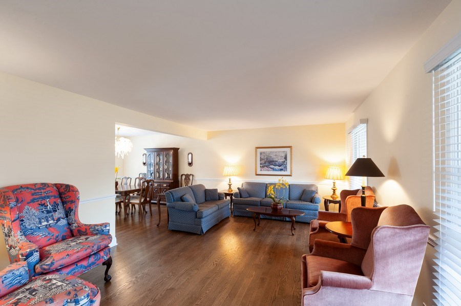 Real Estate Photography - 1141 Dawes Street, Libertyville, IL, 60048 - Living Room