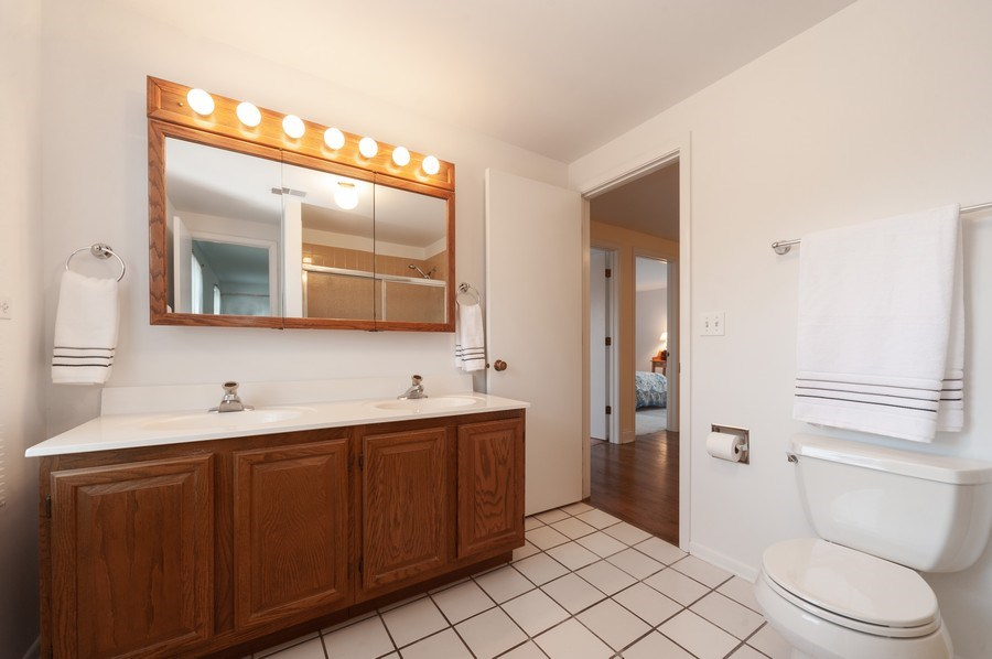 Real Estate Photography - 1141 Dawes Street, Libertyville, IL, 60048 - Upstairs Bathroom