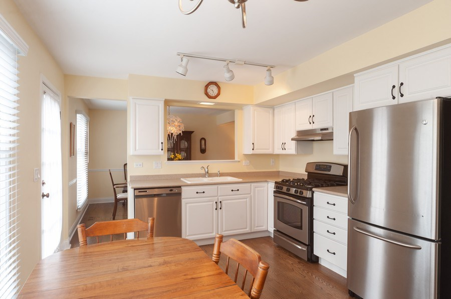 Real Estate Photography - 1141 Dawes Street, Libertyville, IL, 60048 - Kitchen