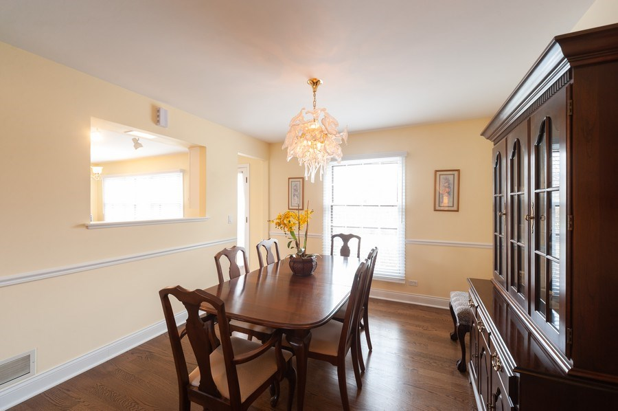 Real Estate Photography - 1141 Dawes Street, Libertyville, IL, 60048 - Dining Room