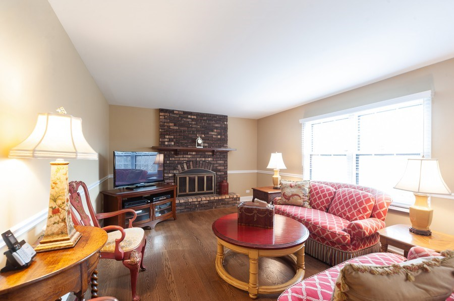 Real Estate Photography - 1141 Dawes Street, Libertyville, IL, 60048 - Family Room