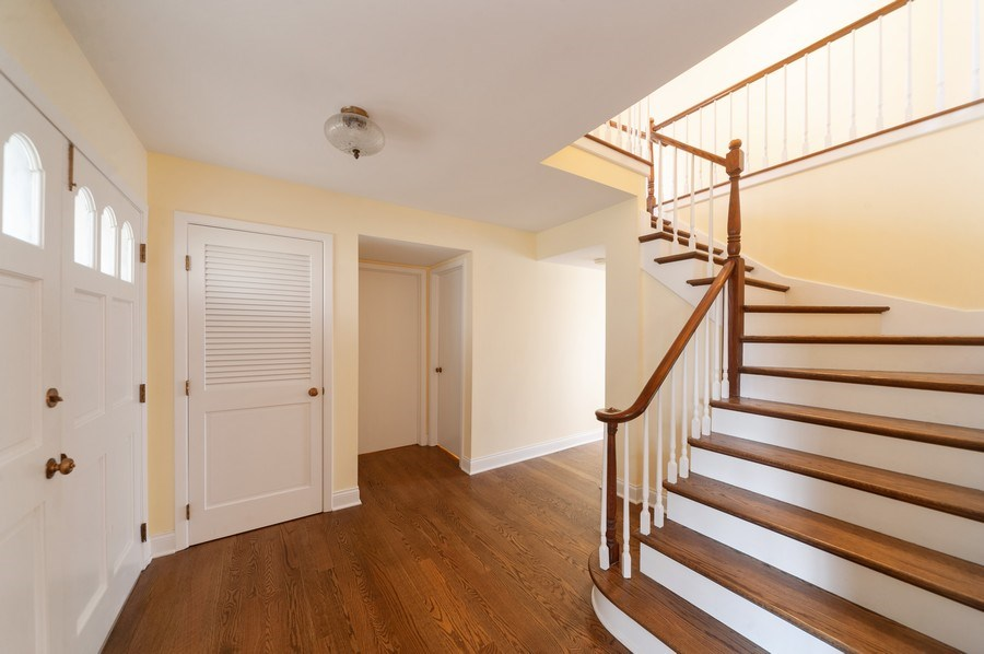 Real Estate Photography - 1141 Dawes Street, Libertyville, IL, 60048 - Foyer