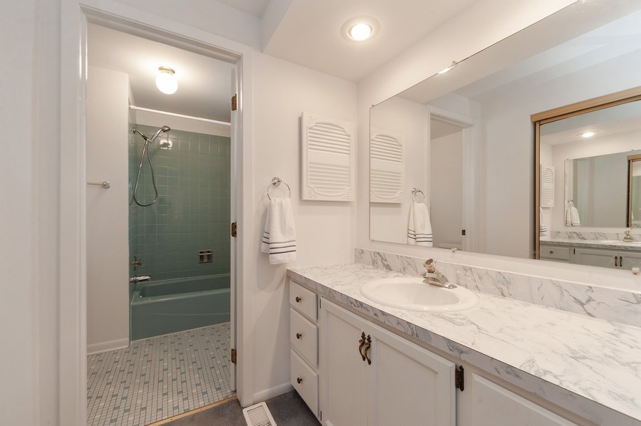 Real Estate Photography - 1141 Dawes Street, Libertyville, IL, 60048 - Master Bathroom
