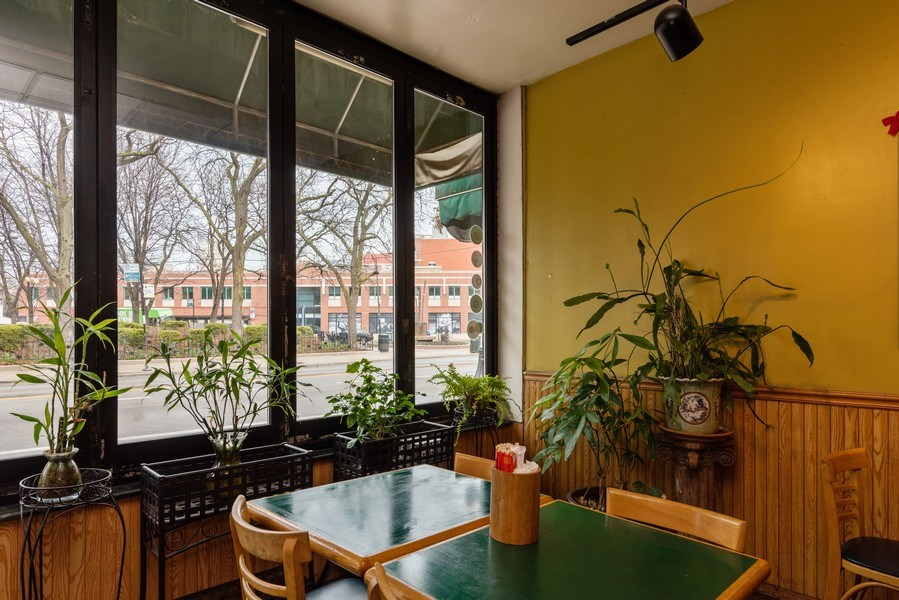 Real Estate Photography - 2410 N Lincoln Ave, Chicago, IL, 60614 - View