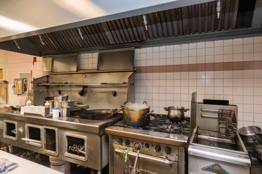 Real Estate Photography - 2410 N Lincoln Ave, Chicago, IL, 60614 - Kitchen
