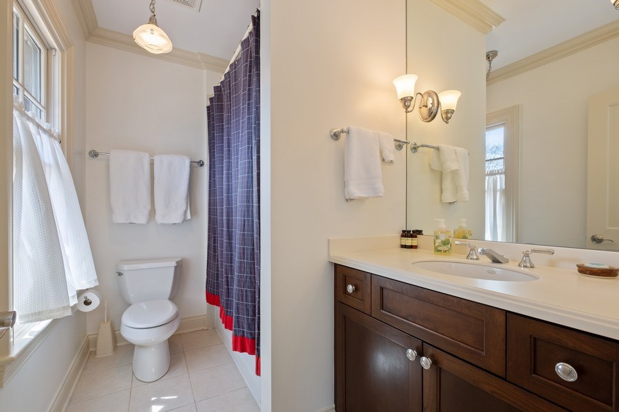 Real Estate Photography - 32 Hawthorne, Lake Bluff, IL, 60044 - 3rd Bathroom