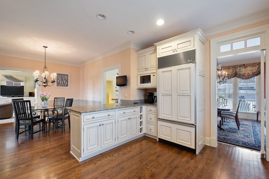 Real Estate Photography - 32 Hawthorne, Lake Bluff, IL, 60044 - Kitchen / Breakfast Room