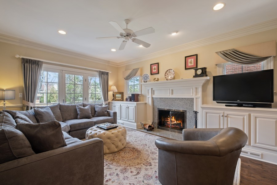 Real Estate Photography - 32 Hawthorne, Lake Bluff, IL, 60044 - Family Room