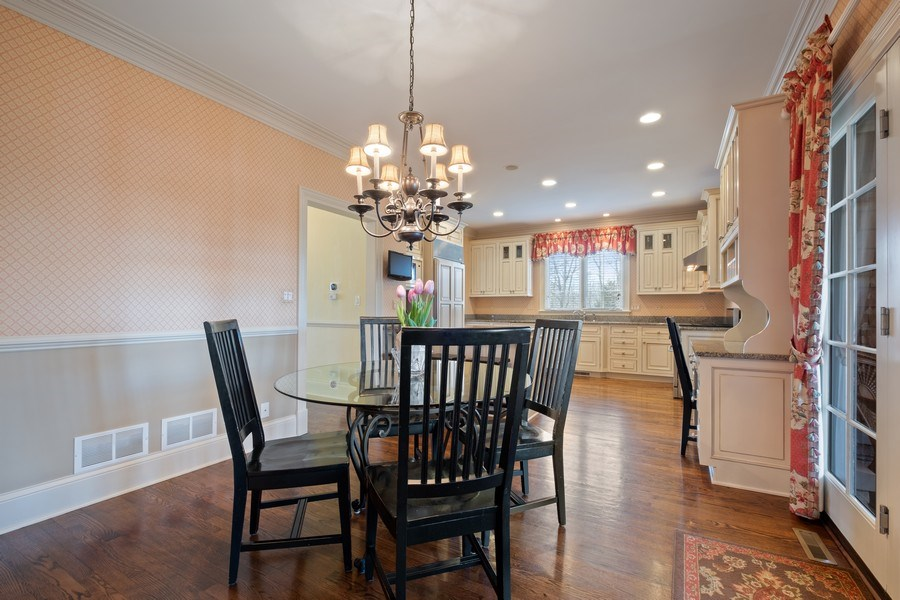 Real Estate Photography - 32 Hawthorne, Lake Bluff, IL, 60044 - Breakfast Area