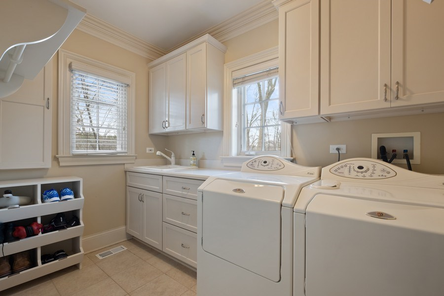 Real Estate Photography - 32 Hawthorne, Lake Bluff, IL, 60044 - Laundry Room