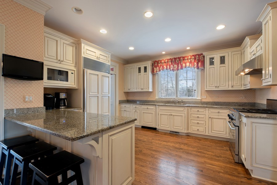 Real Estate Photography - 32 Hawthorne, Lake Bluff, IL, 60044 - Kitchen