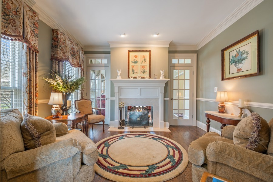 Real Estate Photography - 32 Hawthorne, Lake Bluff, IL, 60044 - Sitting Room