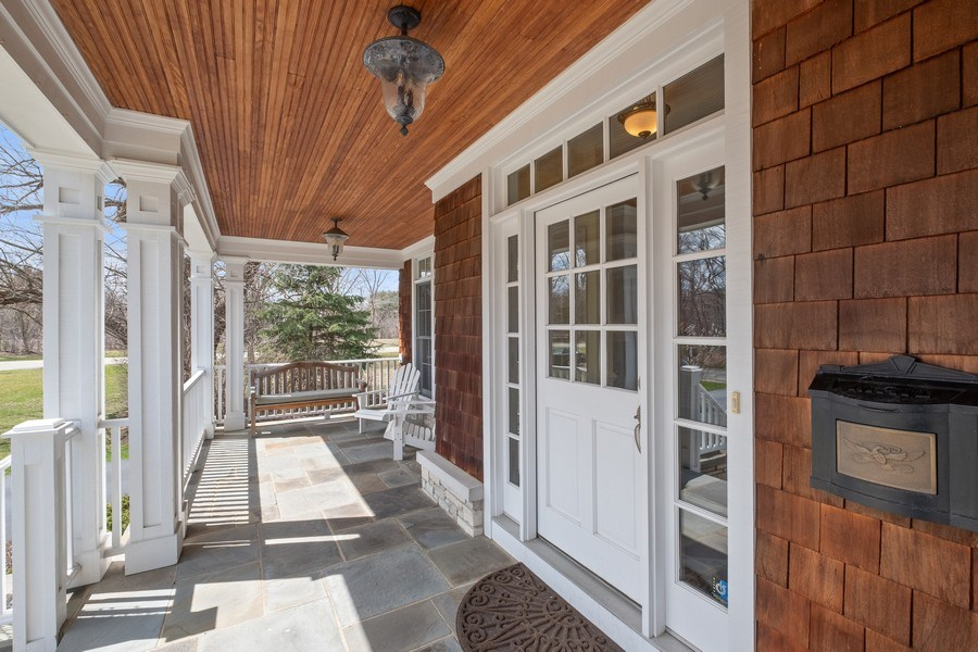 Real Estate Photography - 32 Hawthorne, Lake Bluff, IL, 60044 - Entryway