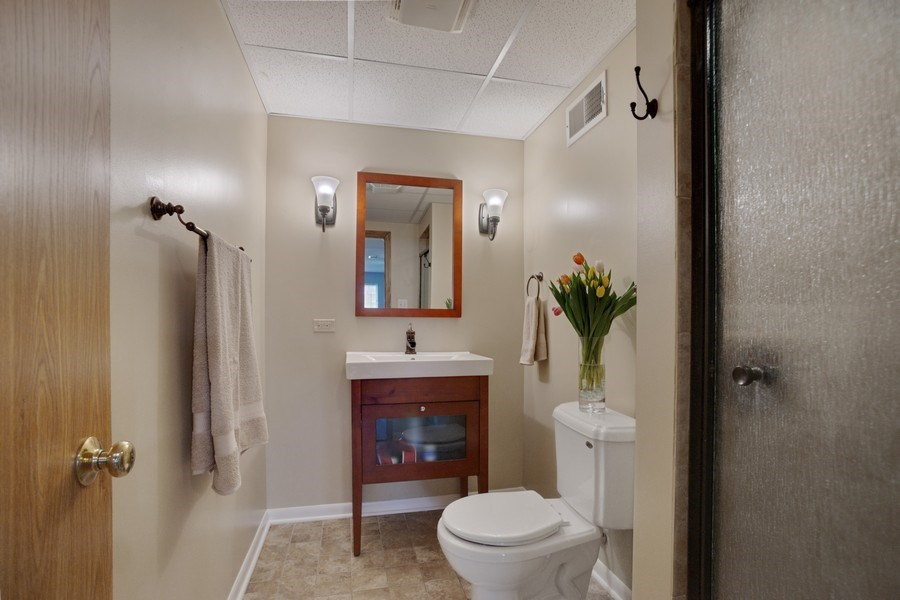 Real Estate Photography - 6 S. Waterman Ave., Arlington Heights, IL, 60004 - 3rd Bathroom