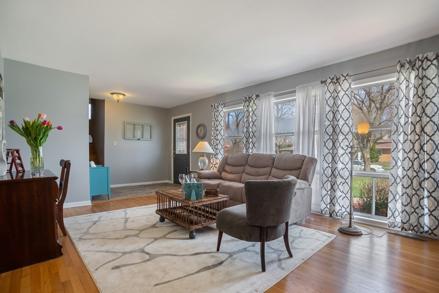 Real Estate Photography - 6 S. Waterman Ave., Arlington Heights, IL, 60004 - Living Room