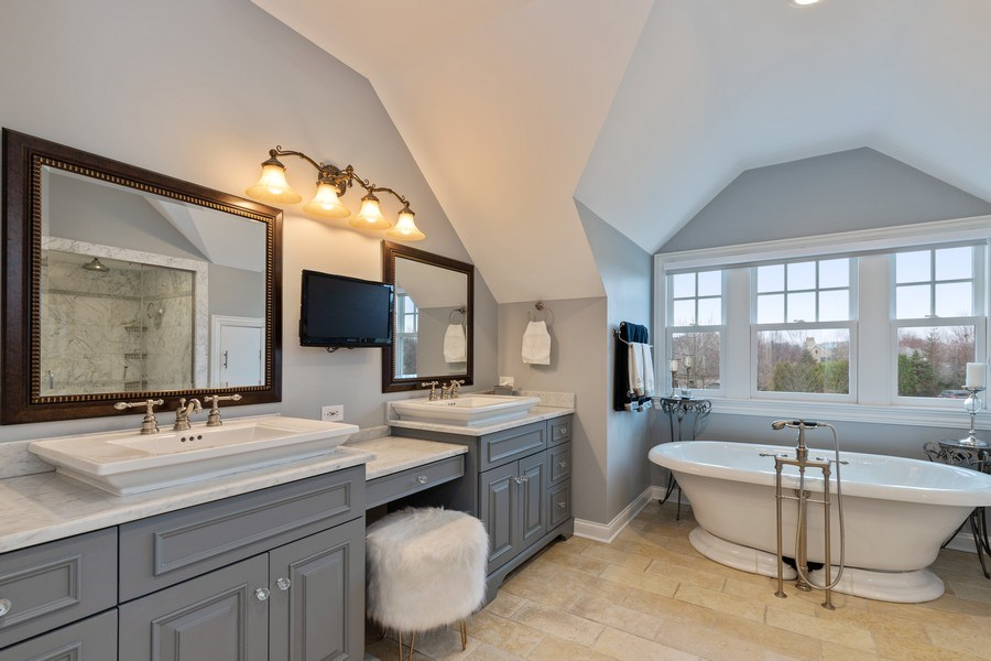 Real Estate Photography - 1125 Emmons Ct, Lake Forest, IL, 60045 - Master Bathroom