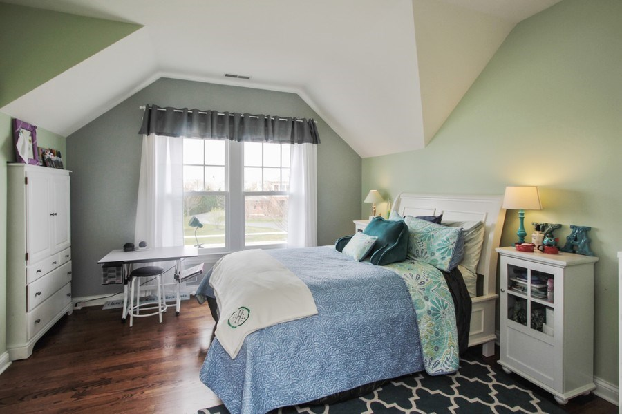 Real Estate Photography - 1125 Emmons Ct, Lake Forest, IL, 60045 - 2nd Bedroom