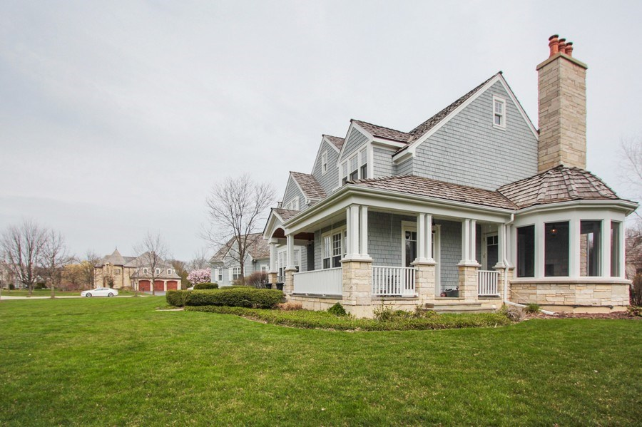 Real Estate Photography - 1125 Emmons Ct, Lake Forest, IL, 60045 - Side Yard