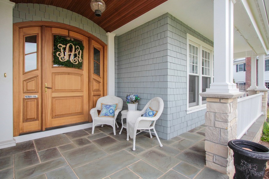Real Estate Photography - 1125 Emmons Ct, Lake Forest, IL, 60045 - Porch