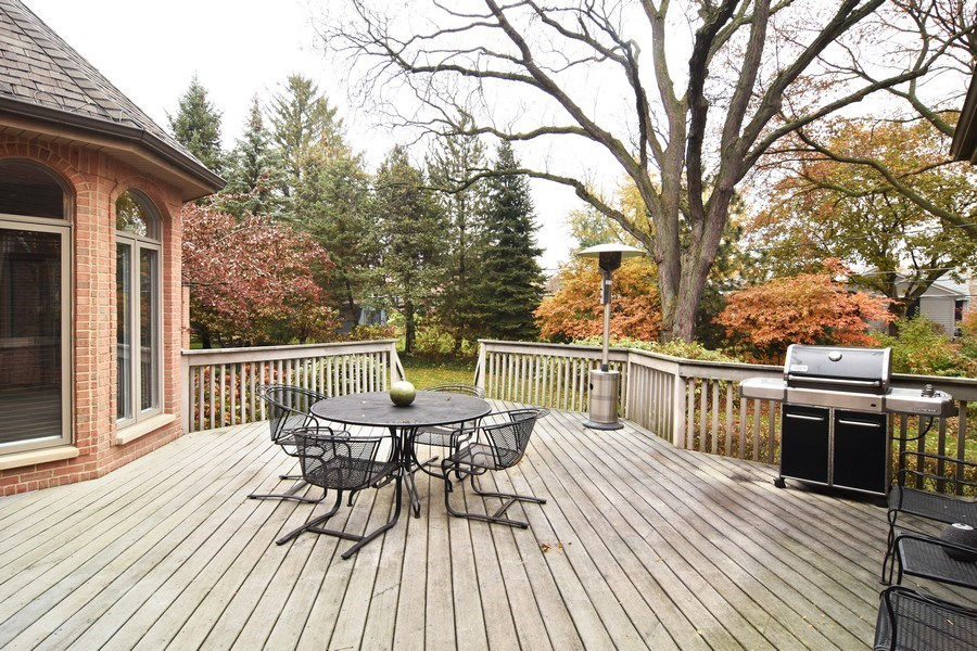Real Estate Photography - 845 S Belmont Ave, Arlington Heights, IL, 60005 - Deck