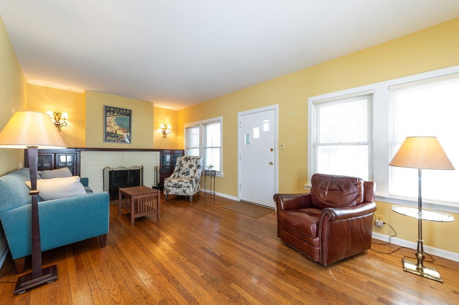 Real Estate Photography - 304 N Myrtle Ave, Elmhurst, IL, 60126 - Living Room
