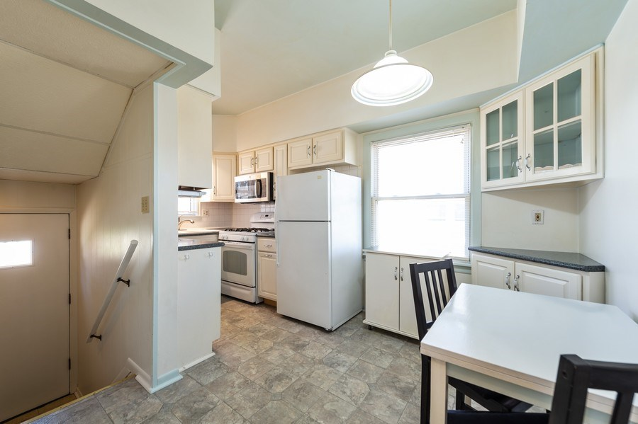 Real Estate Photography - 304 N Myrtle Ave, Elmhurst, IL, 60126 - Kitchen Eating Area