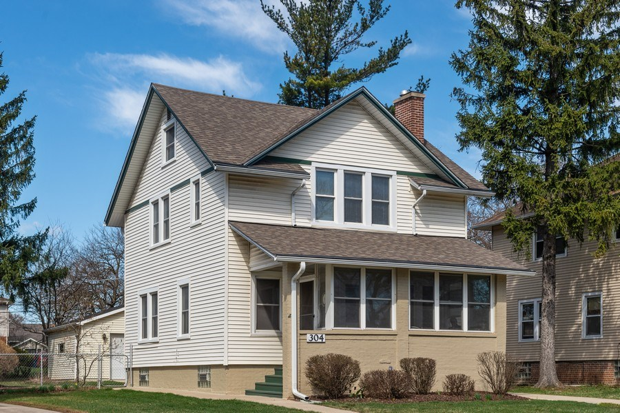 Real Estate Photography - 304 N Myrtle Ave, Elmhurst, IL, 60126 - Front View