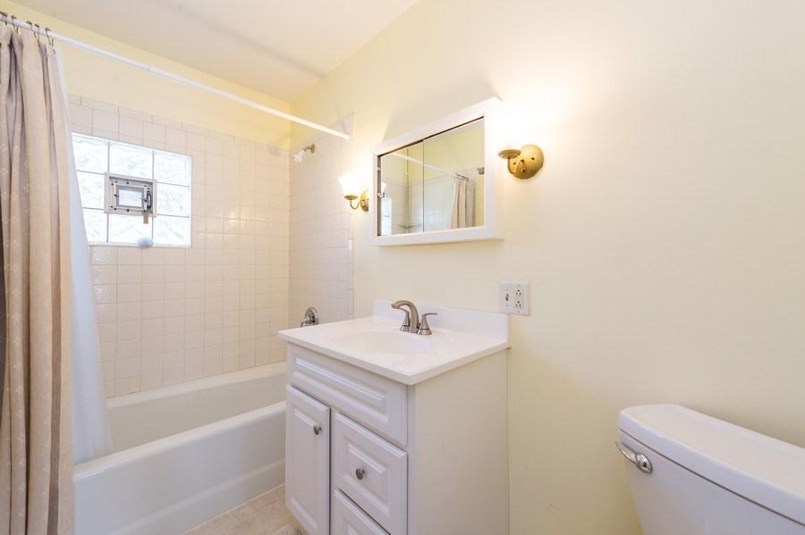 Real Estate Photography - 304 N Myrtle Ave, Elmhurst, IL, 60126 - Bathroom