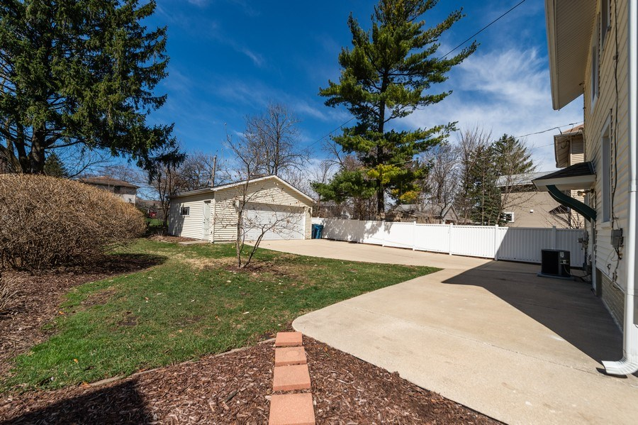 Real Estate Photography - 304 N Myrtle Ave, Elmhurst, IL, 60126 - Patio