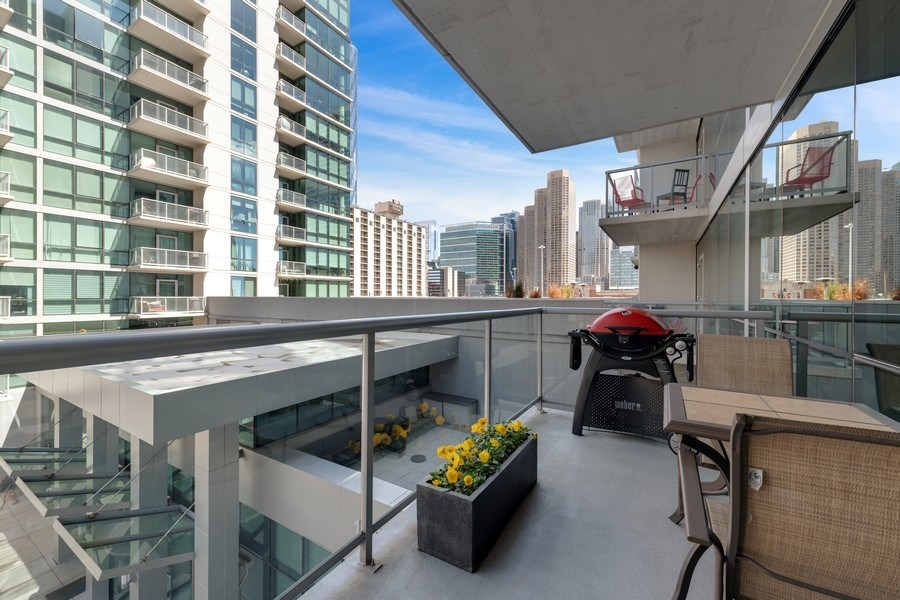 Real Estate Photography - 125 S Green St, Unit 301 A, Chicago, IL, 60607 - Balcony
