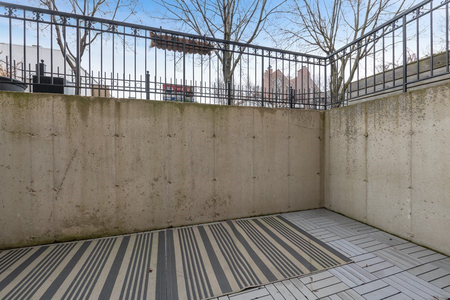 Real Estate Photography - 1369 W Hubbard St, Unit 1E, Chicago, IL, 60642 - Patio