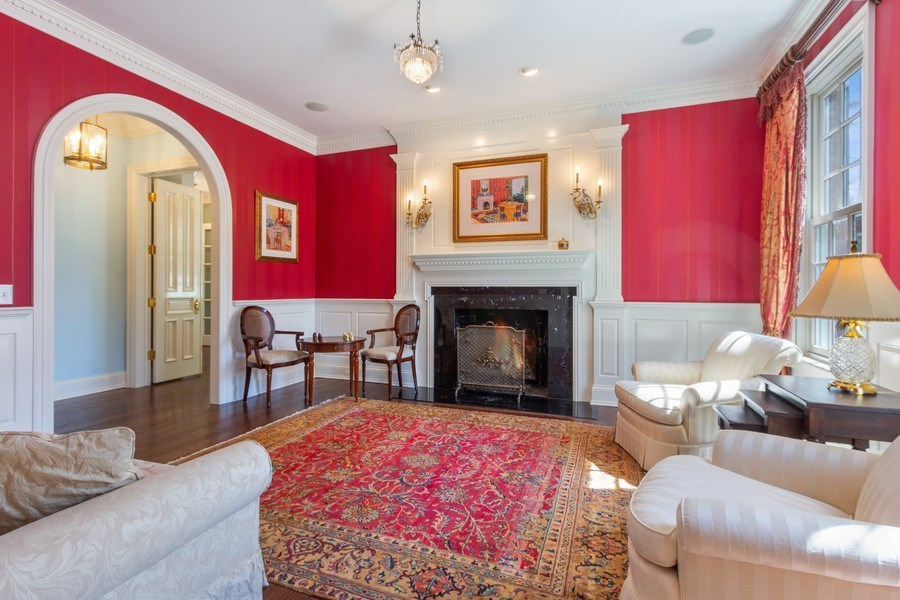 Real Estate Photography - 900 Lake St, Libertyville, IL, 60048 - Living Room
