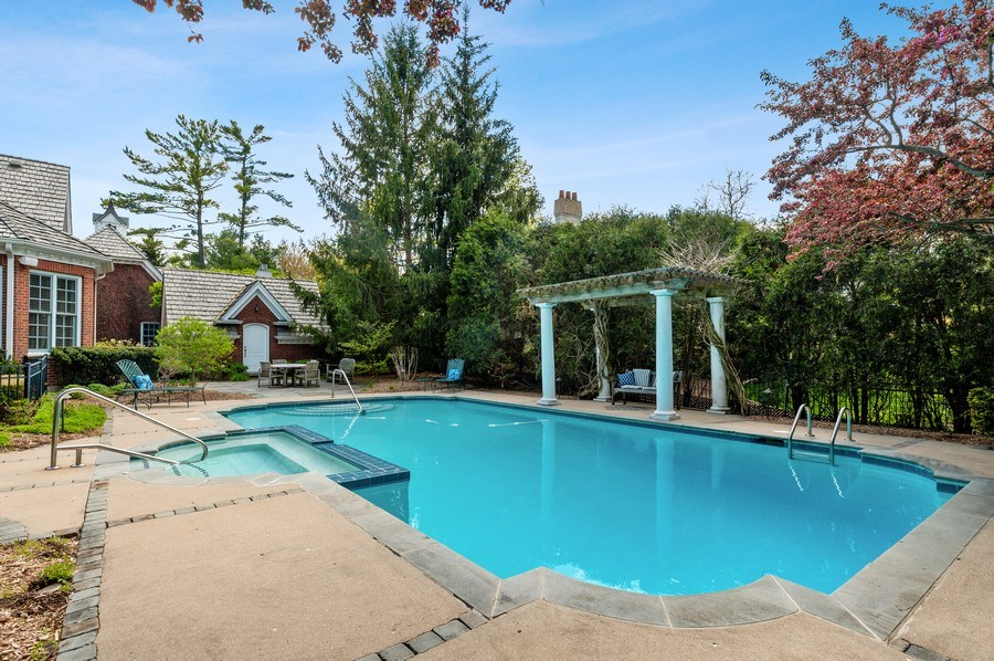 Real Estate Photography - 900 Lake St, Libertyville, IL, 60048 - Pool