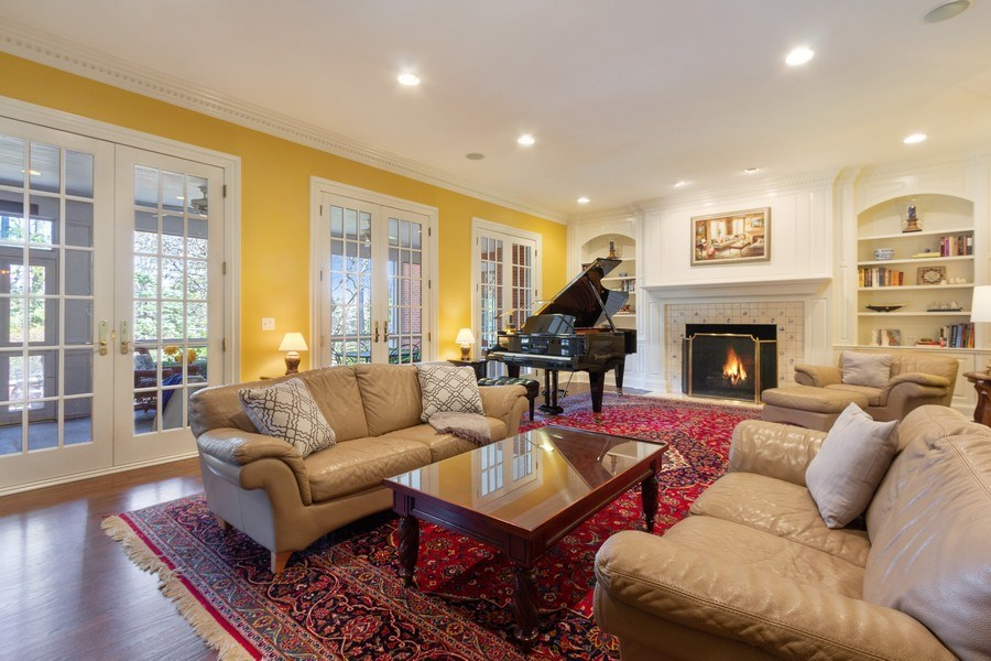 Real Estate Photography - 900 Lake St, Libertyville, IL, 60048 - Family Room