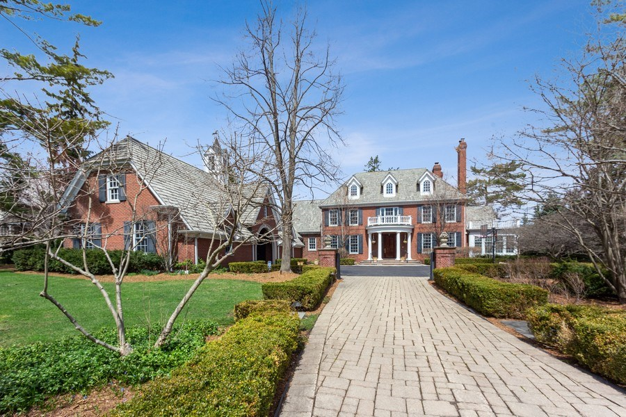 Real Estate Photography - 900 Lake St, Libertyville, IL, 60048 - Front View