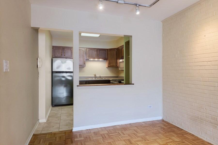 Real Estate Photography - 644 Arlington, 2G, Chicago, IL, 60614 - Kitchen
