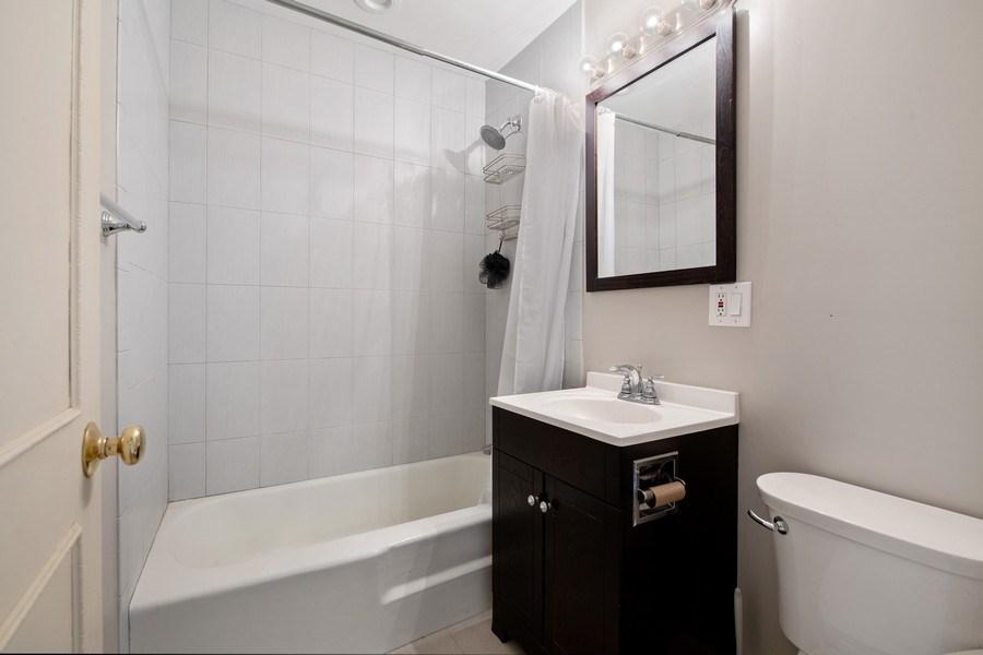 Real Estate Photography - 644 Arlington, 2G, Chicago, IL, 60614 - Bathroom