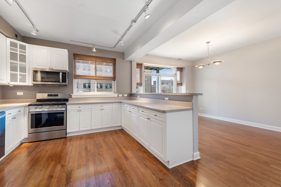 Real Estate Photography - 4921 N Winthrop, Unit 2S, Chicago, IL, 60640 - Kitchen