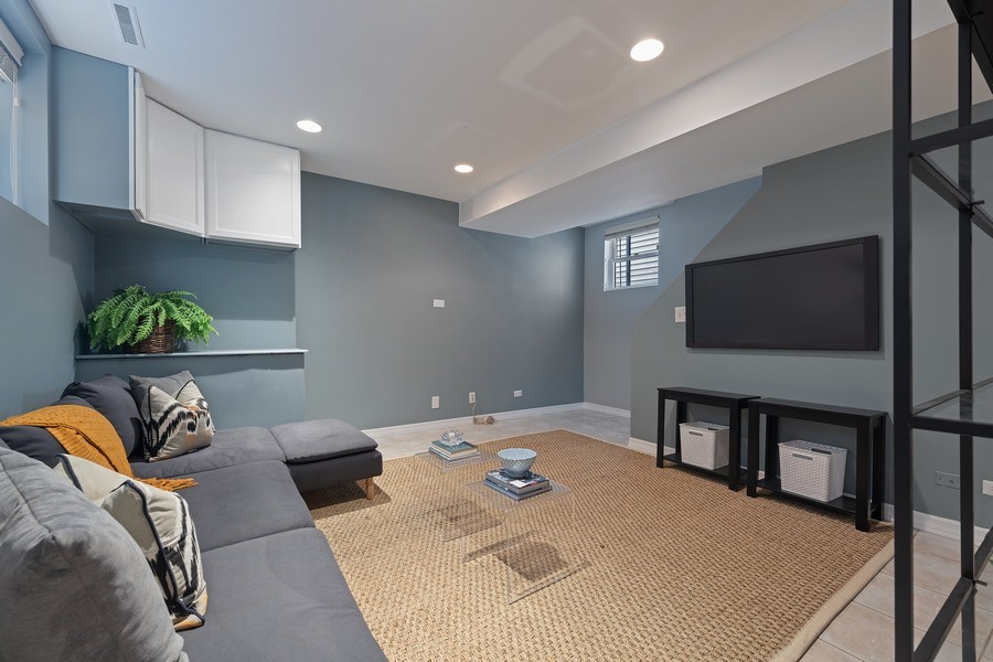 Real Estate Photography - 3645 N Wayne, Unit A, Chicago, IL, 60613 - Family Room