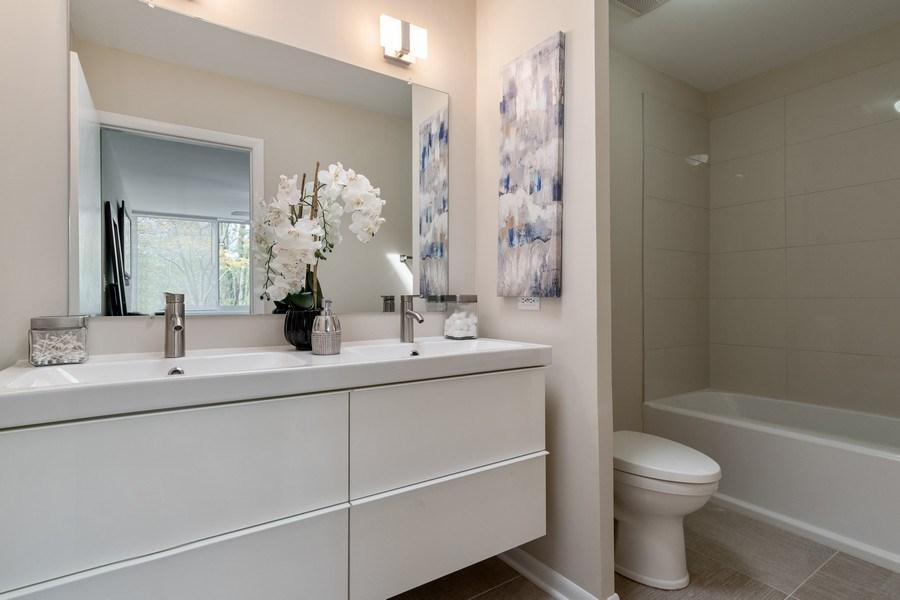Real Estate Photography - 1985 McCraren Rd, Highland Park, IL, 60035 - Master Bathroom