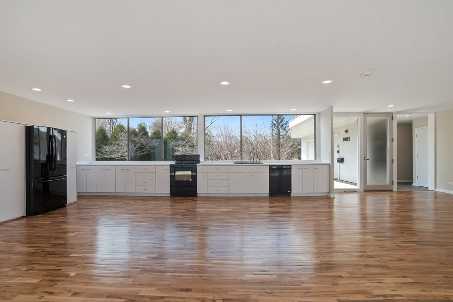 Real Estate Photography - 1985 McCraren Rd, Highland Park, IL, 60035 - Kitchen