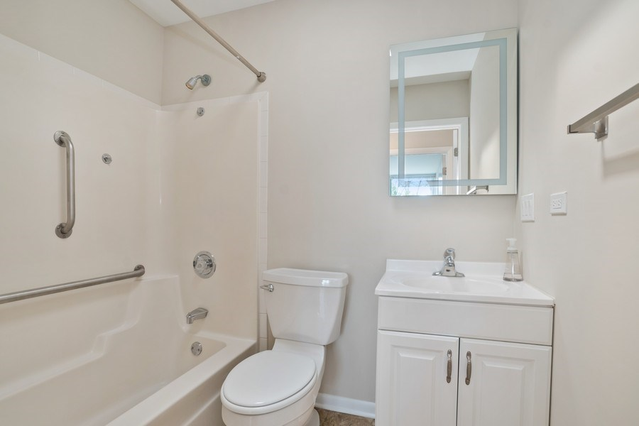 Real Estate Photography - 1985 McCraren Rd, Highland Park, IL, 60035 - Hall Bathroom