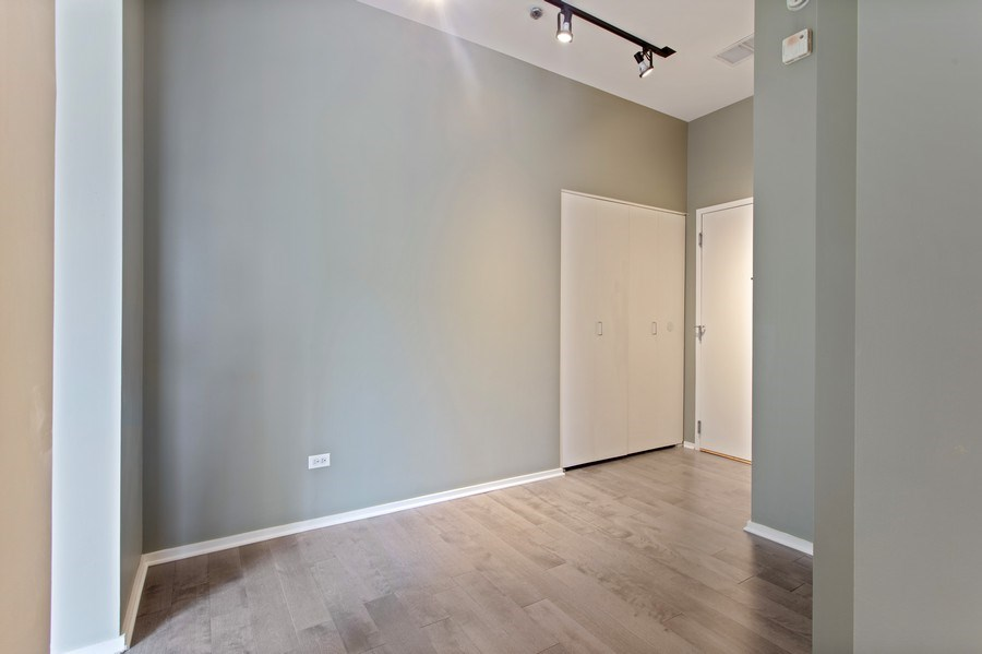 Real Estate Photography - 130 S Canal St, Unit 803, Chicago, IL, 60606 - Foyer