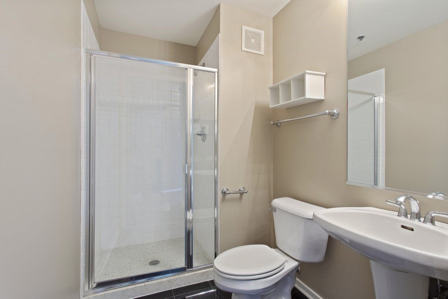 Real Estate Photography - 130 S Canal St, Unit 803, Chicago, IL, 60606 - 2nd Bath