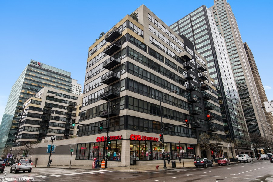 Real Estate Photography - 130 S Canal St, Unit 803, Chicago, IL, 60606 - Exterior
