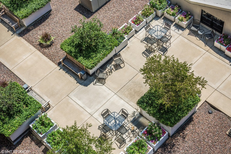 Real Estate Photography - 130 S Canal St, Unit 803, Chicago, IL, 60606 -