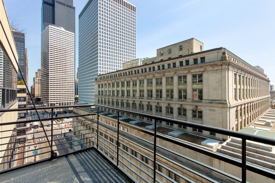 Real Estate Photography - 130 S Canal St, Unit 803, Chicago, IL, 60606 - Balcony